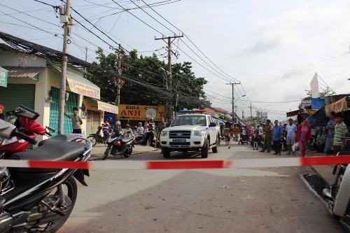 Cảnh sát phong tỏa đường An Dương Vương để khám nghiệm hiện trường. Ảnh: Hải Thuận.