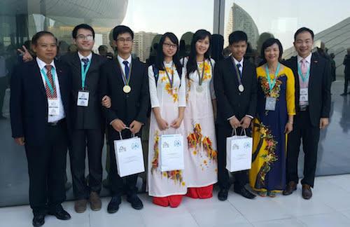 Bốn thí sinh dự thi Olympic Hoá học quốc tế đều giành huy chương