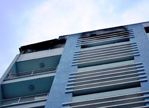 Khu vực tầng 6 của thẩm mỹ viện bị cháy đen. Ảnh: Hải Thuận.