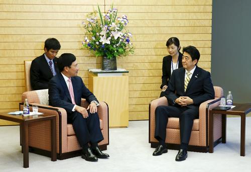 [Caption]hó Thủ tướng, Bộ trưởng Ngoại giao Phạm Bình Minhhội kiến với Thủ tướng Nhật Bản Shizo Abe,