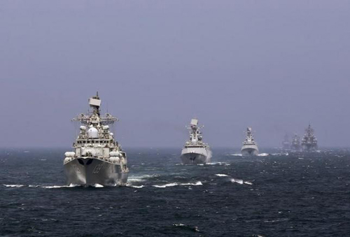Tàu hải quân Nga và Trung Quốc trong cuộc tập trận chung trên Biển Hoa Đông năm ngoái. Ảnh: Reuters