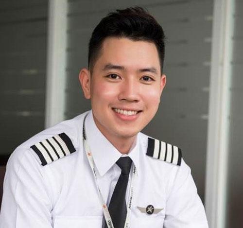 Để trở thành cơ trưởng, Đạt có 6 năm kinh nghiệm kể từ những ngày bay huấn luyện đầu tiên. Ảnh: NVCC.