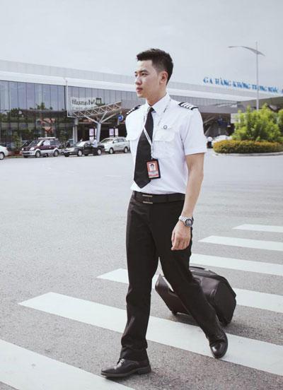 Đạt chia sẻ, cậu chưa bao giờ hối hận và còn cảm thấy may mắn vì quyết định đi học để trở thành phi công. Ảnh: NVCC.