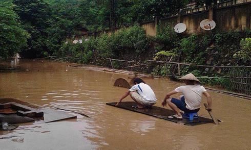 Thanh Hoá sơ tán khẩn cấp hàng trăm hộ dân tránh lũ