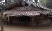 Nhiều bản làng ở Thanh Hóa bị cô lập trong nước lũ
