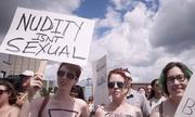 Phụ nữ Canada biểu tình ngực trần đòi quyền được 'thả rông'