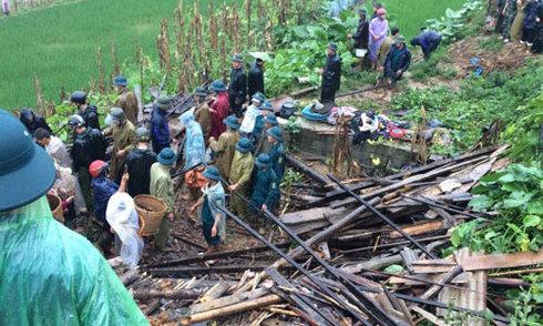 Sạt đồi vùi lấp gia đình 10 người ở Cao Bằng