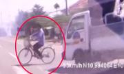Xe đạp cắt mặt ôtô kiểu 'tự sát'
