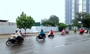 Cách phanh xe máy trời mưa đường trơn