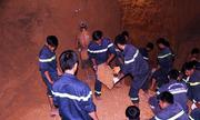 Trăm cảnh sát đang đào đường ống cứu bé gái 7 tuổi