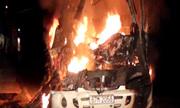 Ôtô khách bốc cháy khi đâm đuôi xe tải, 8 người gặp nạn