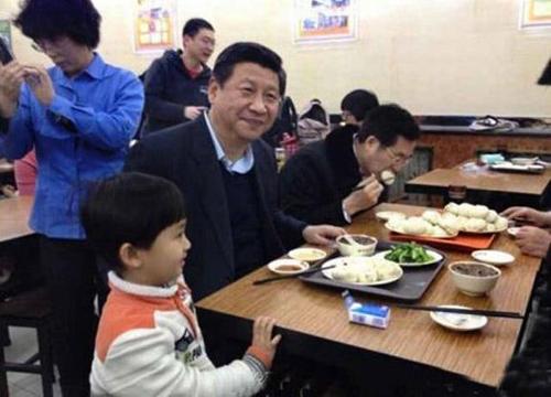 Chủ tịch Tập Cận Bình dùng bữa trưa ở cửa hàng Khánh Phong. Ảnh: The Hindu