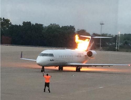 Máy bay của hãng SkyWest bốc lửa tại sân bayquốc tếNashville. Ảnh: Twitter