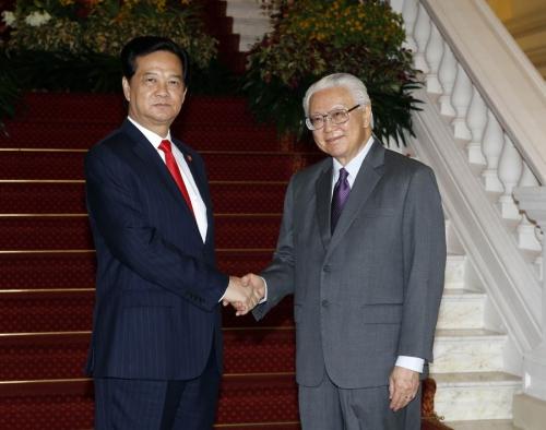 Thủ tướng Nguyễn Tấn Dũng dự chiêu đãi chào mừng 50 năm Ngày độc lập Singapore do Tổng thống Singapore Tony Tan Keng Yam chủ trì. Ảnh: TTXVN