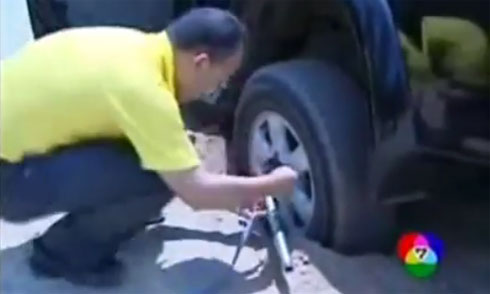 Những cách đặc biệt cứu ôtô bị sa lầy 1