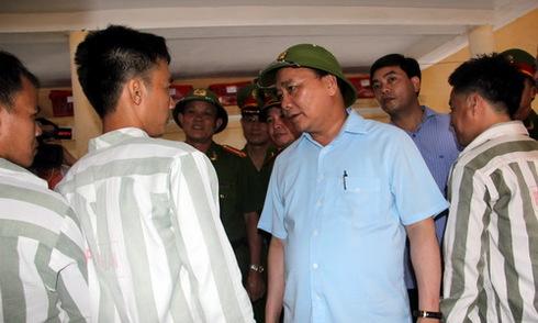 Phó thủ tướng Nguyễn Xuân Phúc động viên người chưa được đặc xá