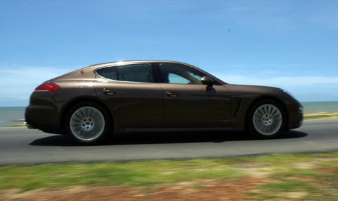 Panamera 1 3272 1439919928 Mẫu xe Porsche mang lại sự thoải mái cho người cầm lái trên những cung đường dài