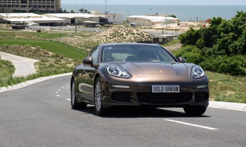 Panamera 2 7069 1439919928 Mẫu xe Porsche mang lại sự thoải mái cho người cầm lái trên những cung đường dài