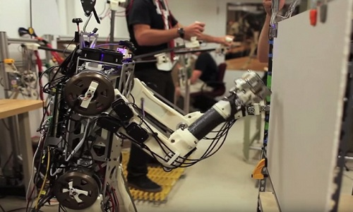 VNE-Hermes-robot-human-reflexe-4901-3162