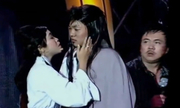 Dương Quá hát nhép và Cô Long nhai kẹo cao su