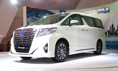 Toyota-Alphard-Hybrid-front-th-1756-4557