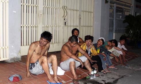 Cứu 2 người Trung Quốc trong khách sạn bốc cháy ở Sài Gòn
