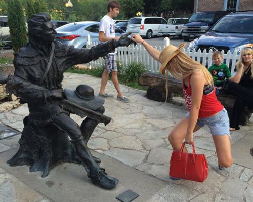 fun-with-statues-13-1700-1440474237.jpg