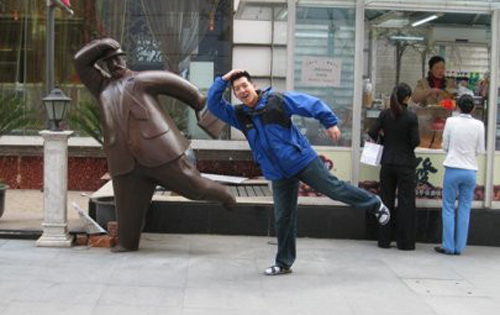 fun-with-statues-14-9684-1440474237.jpg