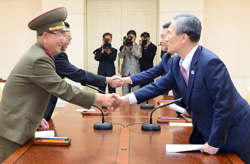 [Caption]South Korean National Security Adviser Kim Kwan-jin (R), South Korean Unification MinisterHong Yong-pyo(2nd R), Secretary of theCentral Committeeof theWorkers