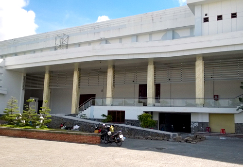 Trung tâm hội nghị Cà Mau gần 200 tỷ đồng, đưa vào sử dụng vào đầu năm 2014. Ảnh: Phúc Hưng.