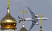 Máy bay nhào lộn tại triển lãm hàng không lớn nhất ở Nga