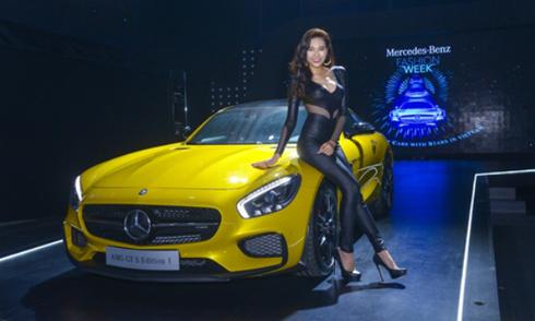 Dàn siêu xe Mercedes 90 tỷ tỏa sáng trên sàn catwalk Việt