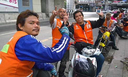 Xe ôm - trợ thủ đắc lực truy tìm nghi phạm đánh bom Bangkok