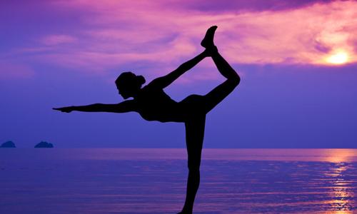 Tại sao nhắm mắt lại khó giữ thăng bằng?