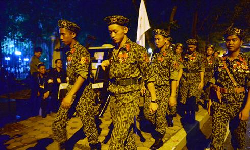 Quân, dân trắng đêm chờ diễu binh
