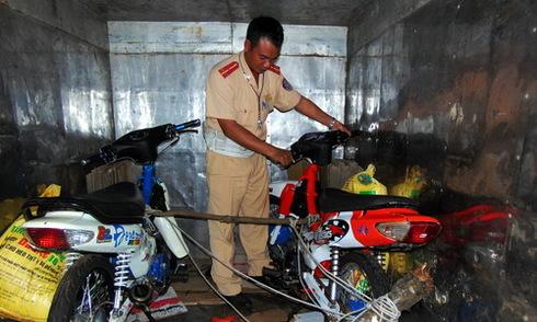 'Quái xế' hối lộ CSGT để thả xe đua