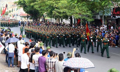 Các lực lượng diễu hành trên phố mừng Quốc khánh 2/9