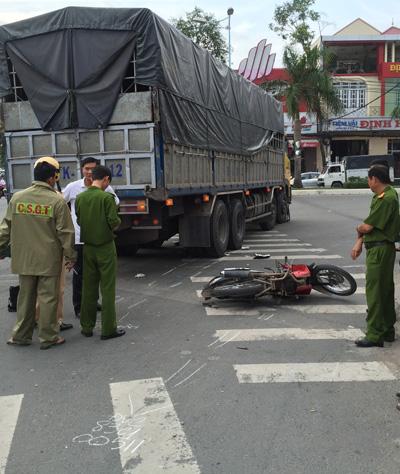 Thai phụ chết thảm dưới bánh xe tải