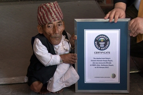 Ông Chandra Bahadur Dangi nhận kỷ lục Guinness. Ảnh: Wikipedia