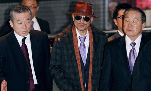 Shinobu Tsukasa (giữa)thủ lĩnh hiện naycủaYamaguchi-gumi. Ảnh: Independent