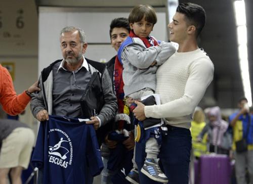 Người tị nạn bị ngáng chân được làm huấn luyện viên bóng đá