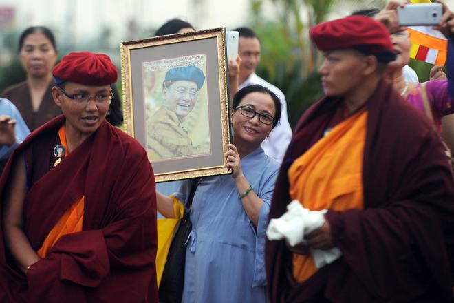 Pháp Vương Drukpa trở lại Việt Nam hàng trăm phật tử chào đón