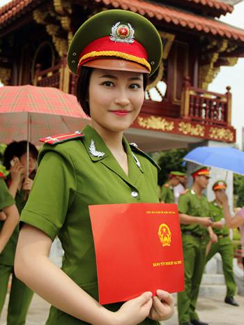 Nguyễn Phương Linh - thủ khoa phá kỉ lục thăng hàm của Học viện Cảnh sát nhân dân. Ảnh: NVCC.