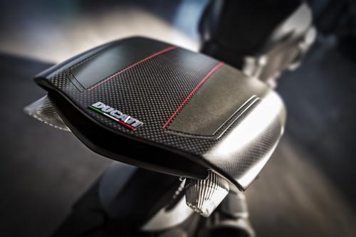 Ducati-Diavel-Carbon-Codino.jpg