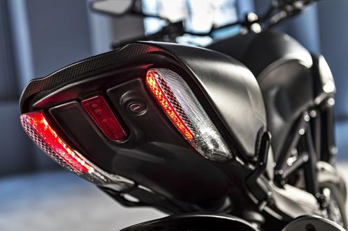Ducati-Diavel-Carbon-Luci.jpg
