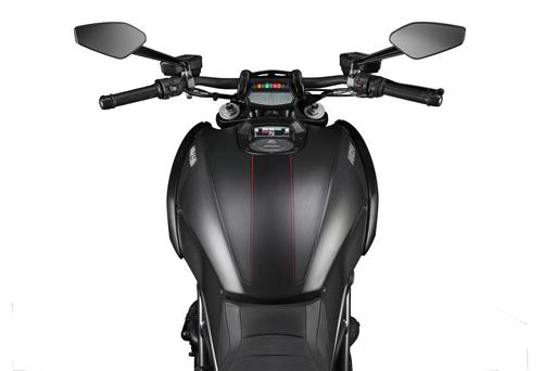 Ducati-Diavel-Carbon-Serbatoio.jpg