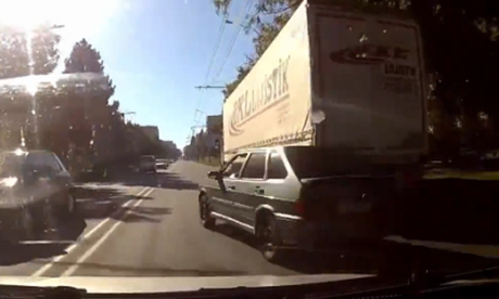 Xe ủi qua cầu không cần tài xế