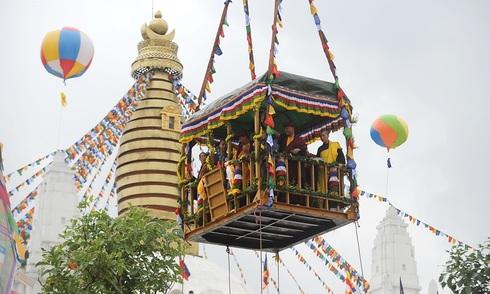 Xá lợi và tượng nghìn năm an vị trên đỉnh bảo tháp Tây Thiên