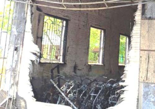 Cháy cửa hàng, gần 30 xe máy bị thiêu rụi 1