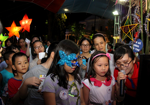 Hàng trăm trẻ em TP HCM tham gia đố vui tiếng Anh